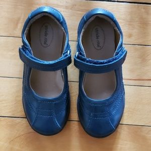 Beautiful navy stride rite mary janes